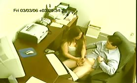 Multitasking Secretary Gives a Handjob